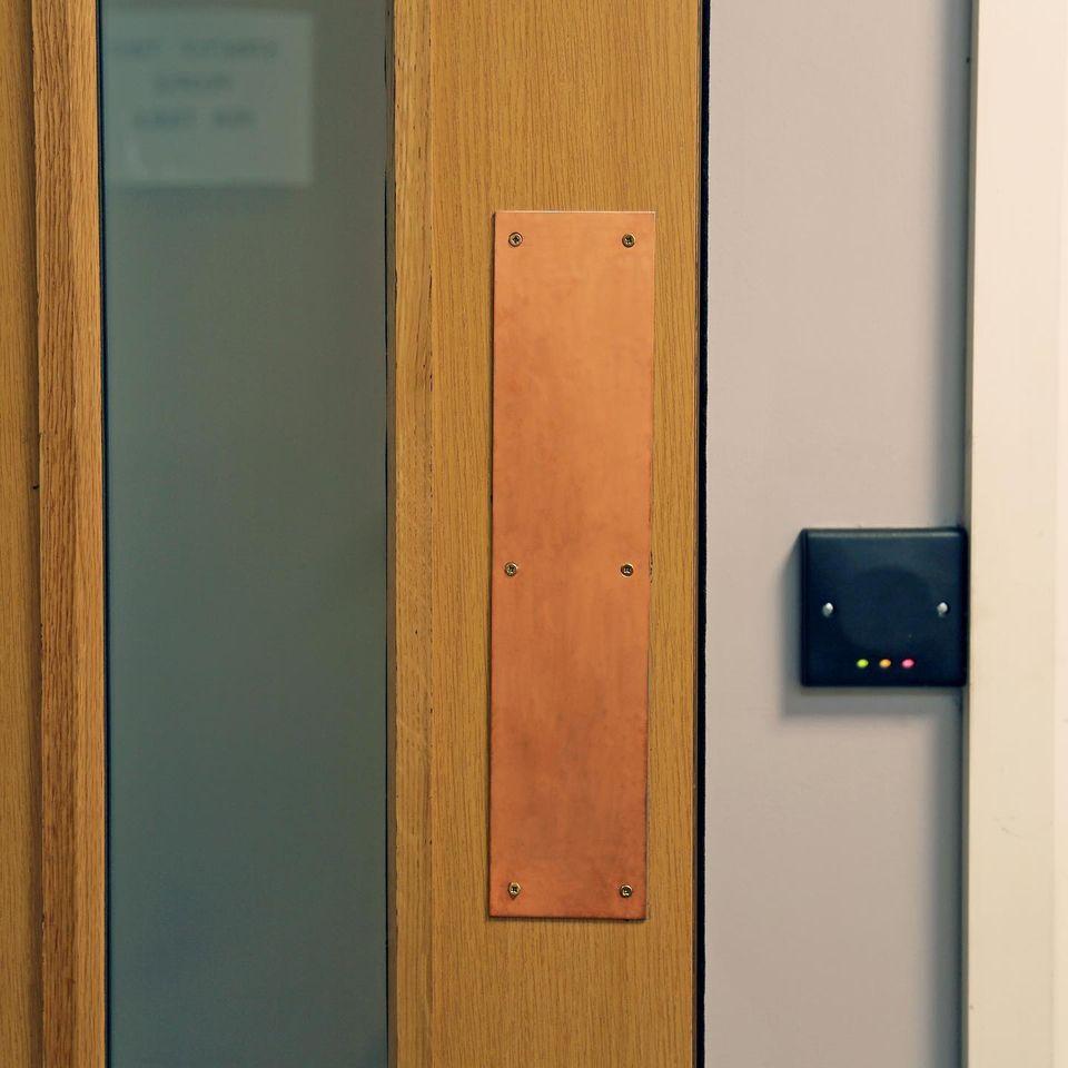 Copper-Cover: Push panel